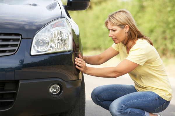 Should you wait for a mechanic or handle a flat tyre car yourself