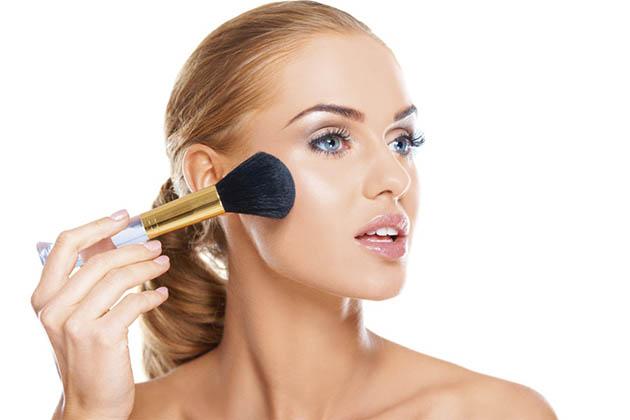 Tricks to Apply Powder Blush Naturally