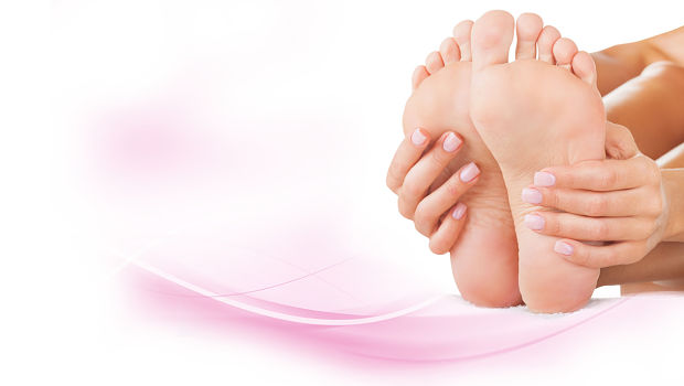5 Home remedies to get rid of cracked heels