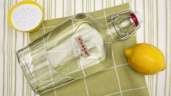6 Top uses of vinegar in household cleaning