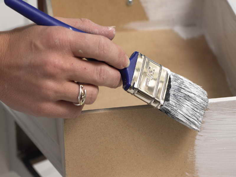 4 Ways to Refinish your Old Furniture
