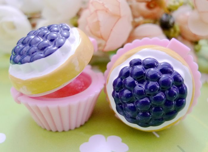 How to make blueberry lip balm at home