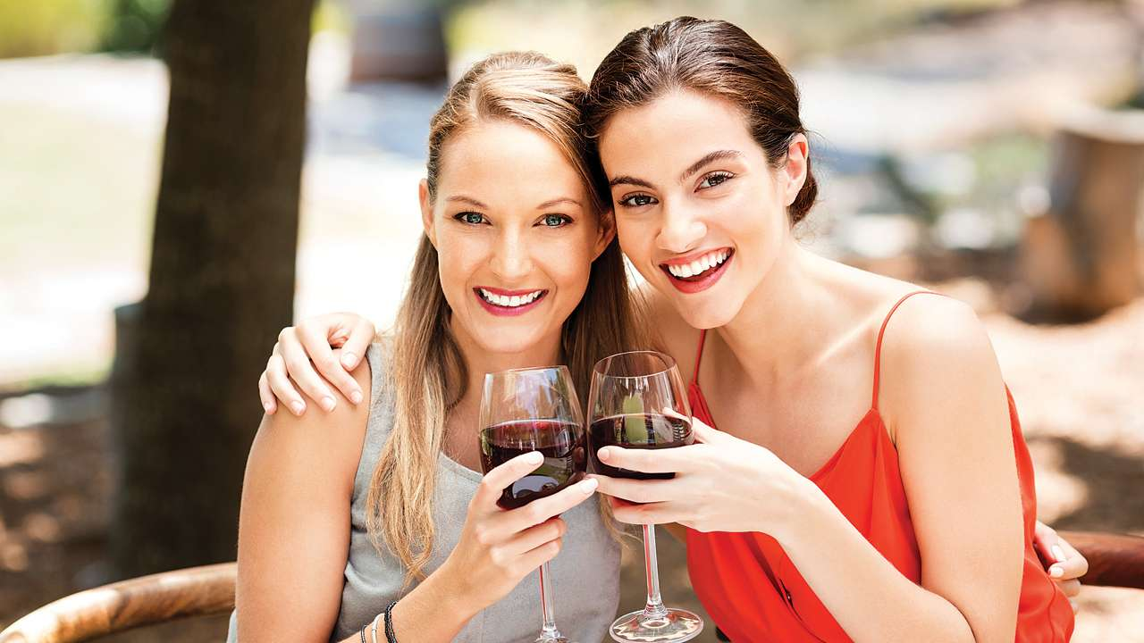 5 Reasons Why Wine Can Replace Your Face Creams!