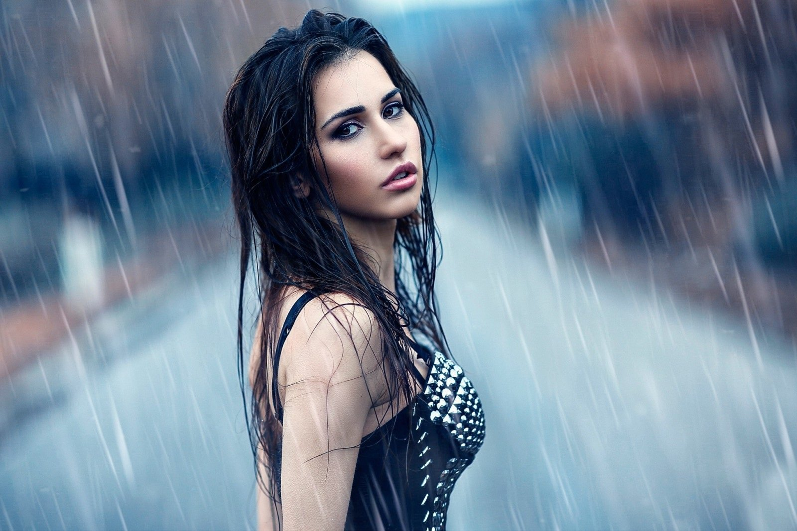 Must try monsoon fashion tips for working women!