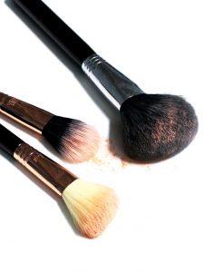 Unclean makeup brush is harmful