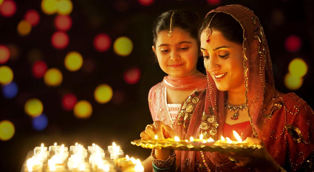 Celebrate this Diwali Season in these 4 best outfits!