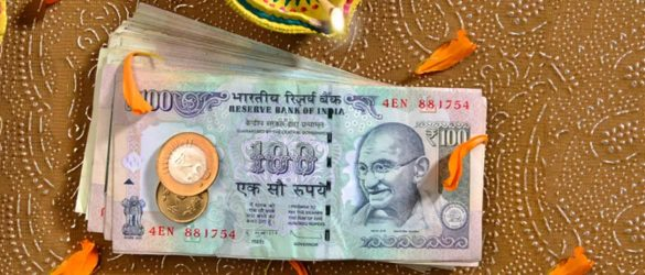 Smart tips for spending less this diwali